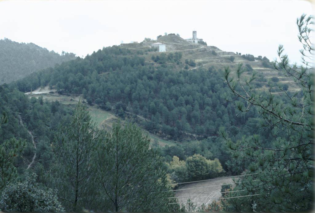 El poble de Castelltallat sota la pluja. Fons: Arxiu Memòria Digital de Catalunya.